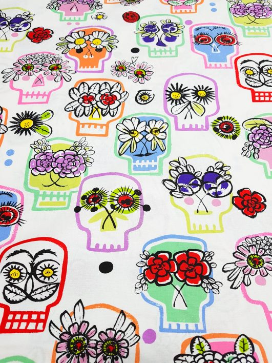 "Tela estampada ""Flower Eyes"" diseño de Alexander Henry"