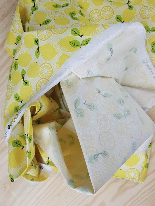 tela infantil con estampado de limones