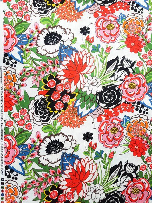 """Tela estampada """"Garden at Coyoacan"""" en fondo blanco diseño de Alexander Henry"""