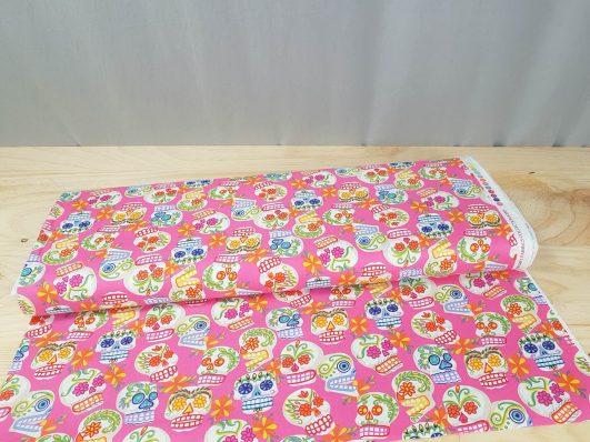Tela de catrinas mini en rosa de Alexander Henry