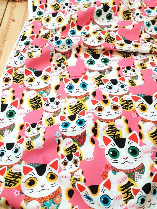 estampado de gatos de la suerte chinos