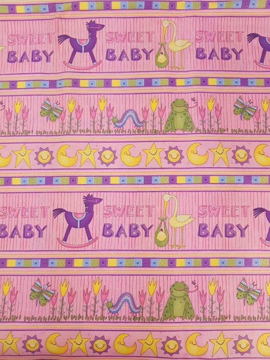 Estampado infantil de animales, flores, soles, estrellas y lunas en rosa