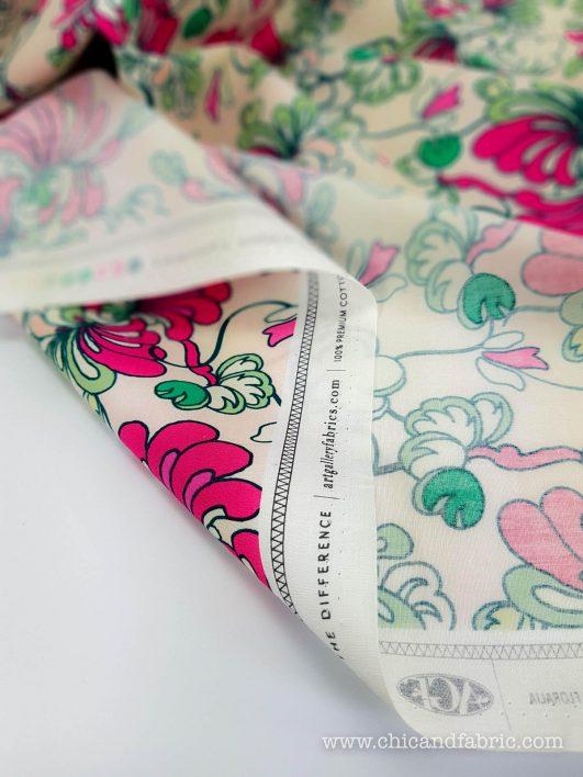 Popelín de algodón fino estampado con flores rosas
