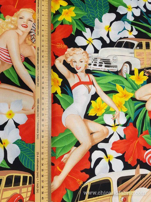 "Tela ""Aloha Girls"" con fondo negro de Alexander Henry"