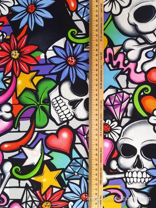 tissu à motif tête de mort style graffiti