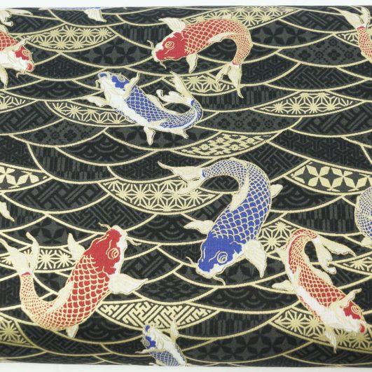 Tela japonesa de carpas koi en negro y dorado