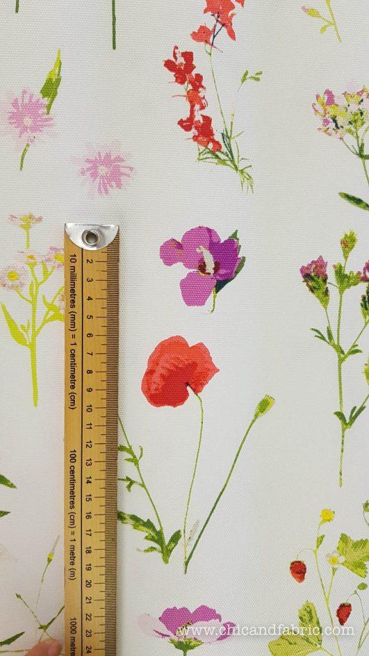 Loneta blanca estampada de tallos de flores de diseño clásico
