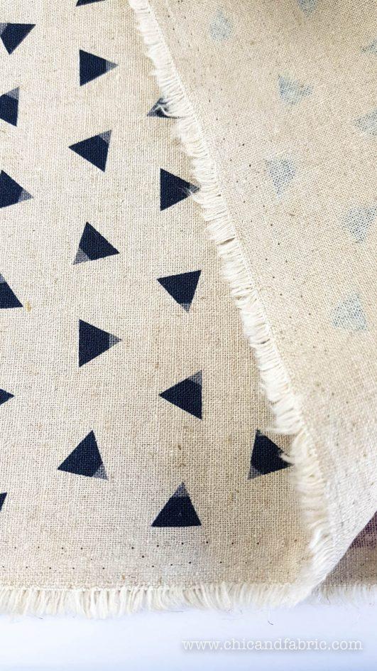 Loneta de lino y algodón en crudo de lobos y triángulos en fondo natural