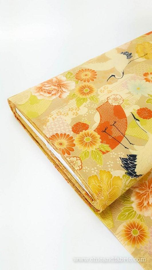 Tela crêpe de estampado japonés de grullas y flores