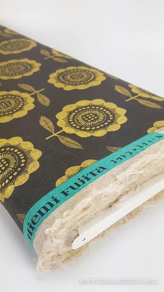 Loneta estampada de girasoles en dorado sobre lino y algodón