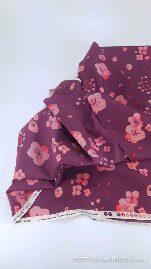 Coton de type soie biologique avec coups de pinceau et couleur cerise