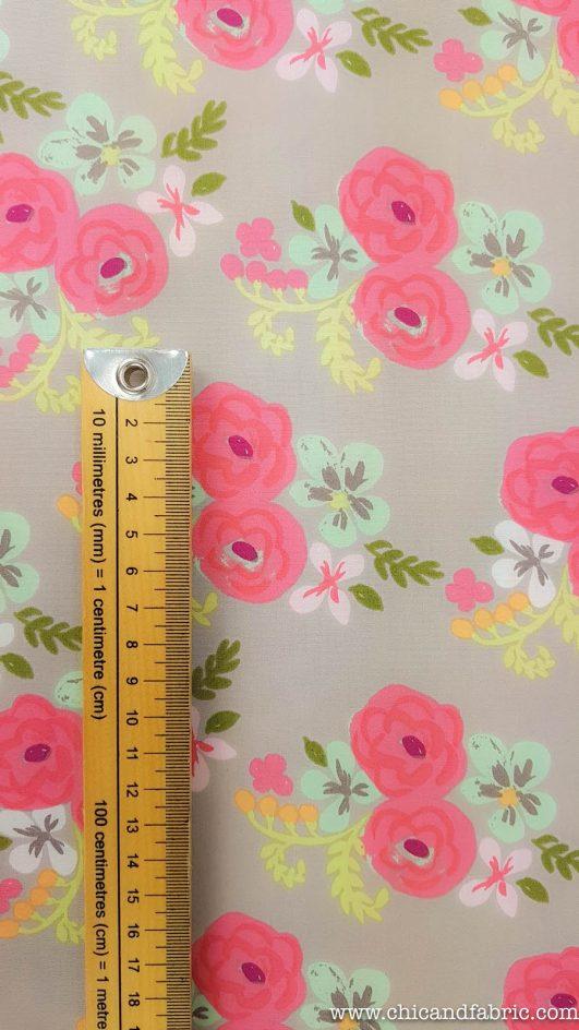 Popelín ecológico estampado de flores a pinceladas diseño de Monaluna