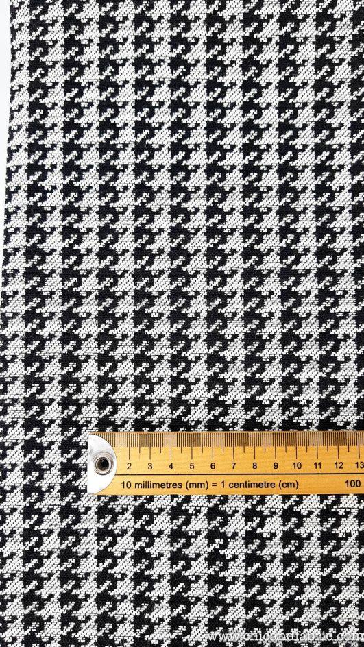 Estampado pata gallo en blanco y negro. Jacquard extragrueso y antimanchas para tapizar