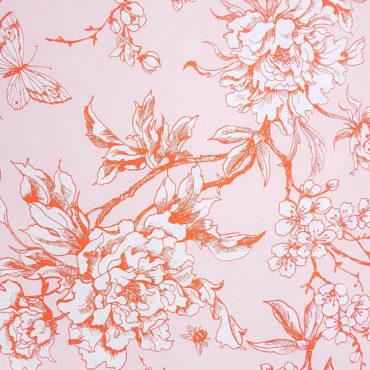 Tessuto giapponese con grandi rose rosse e farfalle