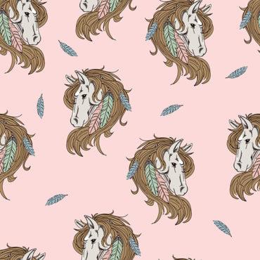 tela de punto de camiseta jersey de algodón orgánico estampada con caballos y plumas en rosa